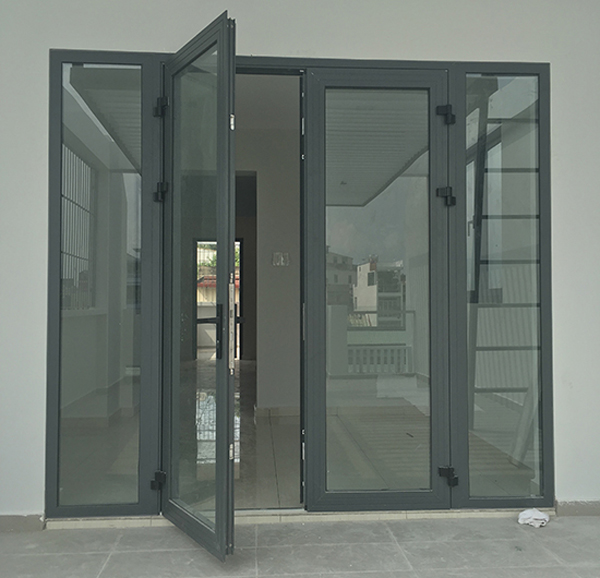 Cửa khung nhôm kính cao cấp Xingfa mở quay màu cafe cháy